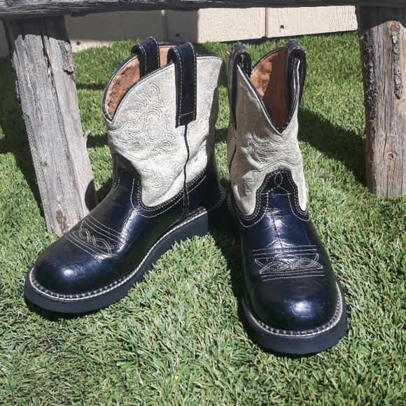Ariat Shoes - Ariat Cream & Black Fatbaby Cowboy Boots Size 6B
